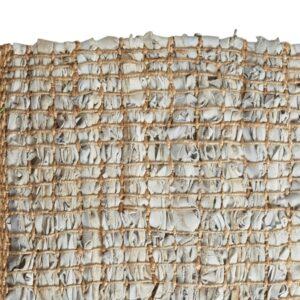 Close up af tæppe i læder 140x70 cm