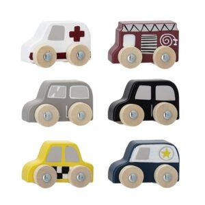 Close up shopbillede af legetøjsbiler i træ