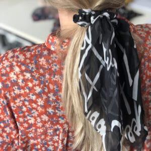 Miljøbillede Donna elastik med tørklæde i sort