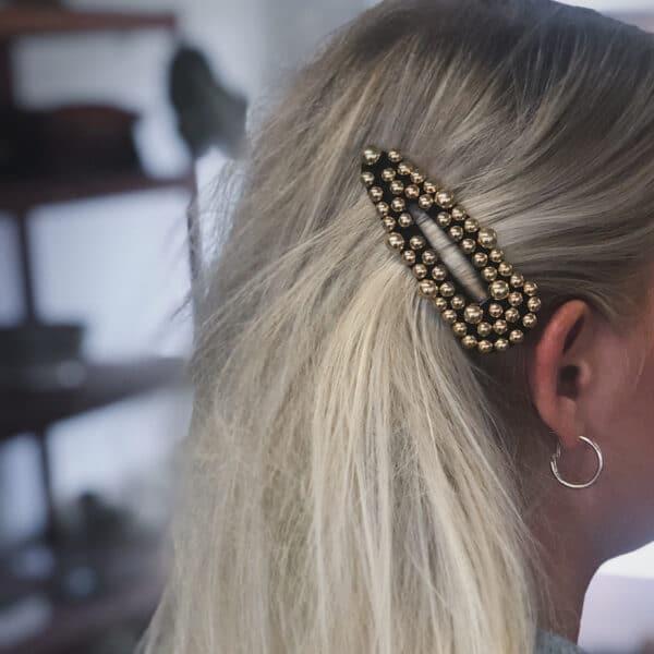 Miljøbillede Inge perlespænde i guldlook