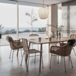 Miljøbillede af lampe i glas:messing over spisebord