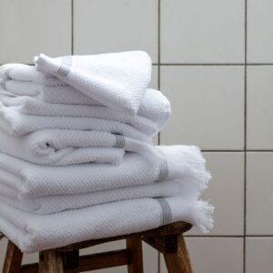 Miljøbillede håndklæder med grå stribe