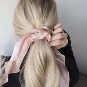 Scrunchie shopbillede med tørklæde pudder rosa