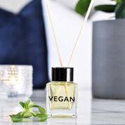 miljøbillede af duftpinde fra KLINTA