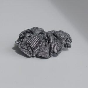 sort-ternede-scrunchie piper